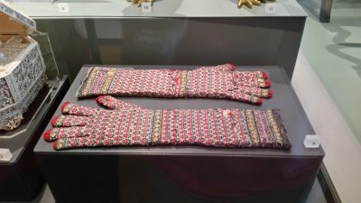 Hand-knit gloves for the Viceroy in India (1800s) ... of Pashmina!